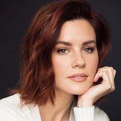 Chelsea Hobbs Image