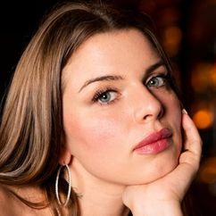 Julia Fox Image
