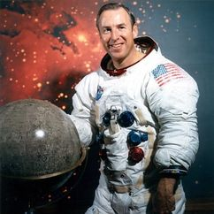 Jim Lovell Image