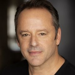 Gil Bellows Image