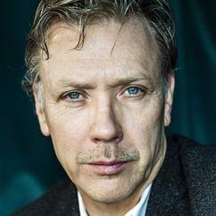 Mikael Persbrandt Image