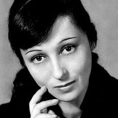 Luise Rainer Image