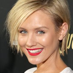 Nicky Whelan Image