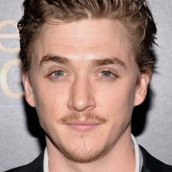 Kyle Gallner Image