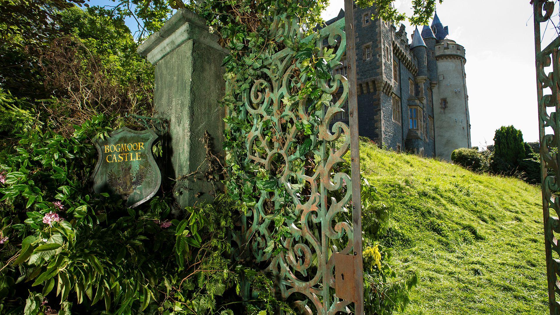 Season 01, Episode 01 The Castle