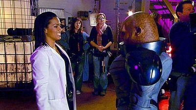 Season 04, Episode 04 Send in the Clones