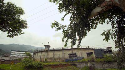 Season 01, Episode 04 Pablo se entrega a las autoridades