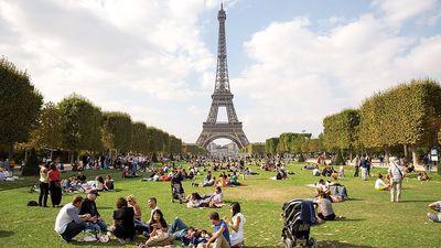 Season 01, Episode 02 Paris