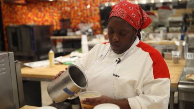Season 11, Episode 07 15 Chefs Compete