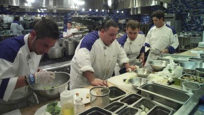 Season 10, Episode 01 18 Chefs Compete