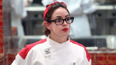 Season 15, Episode 01 18 Chefs Compete