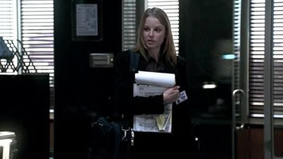 Season 01, Episode 01 New Girl in Town