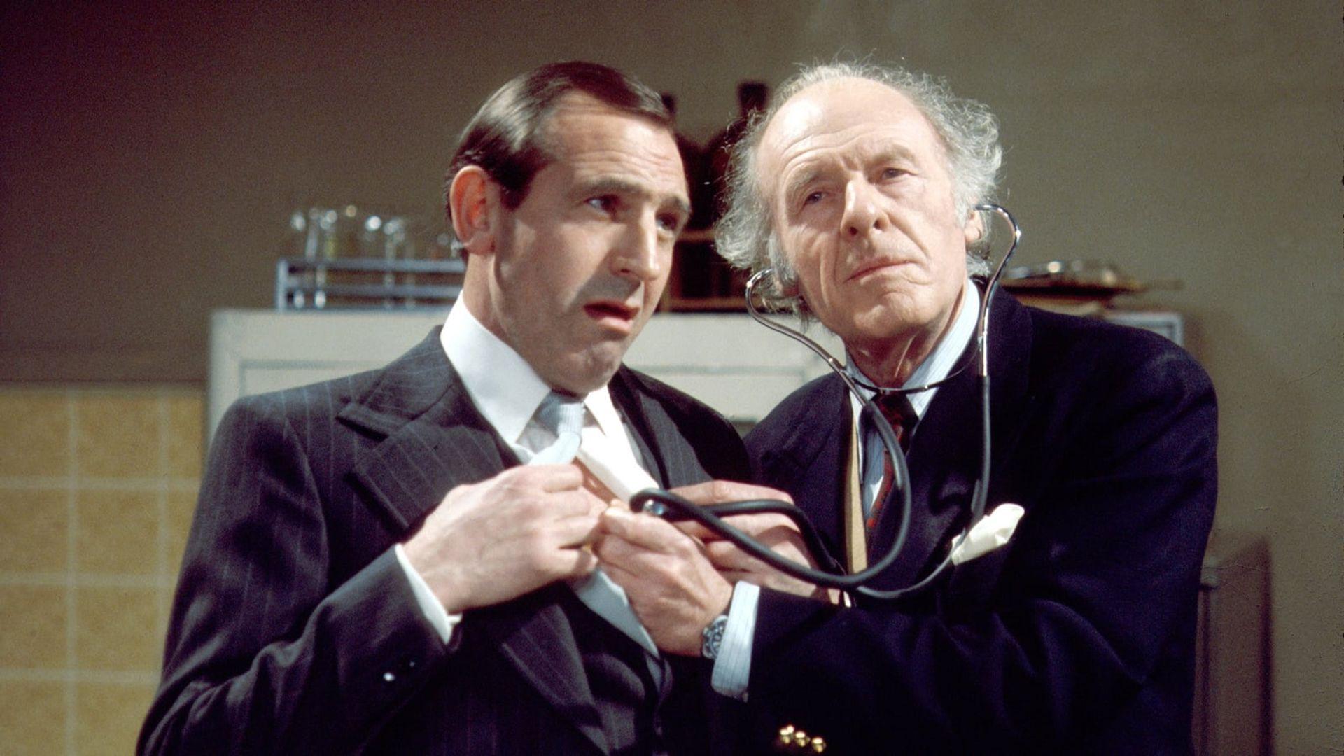 Season 04, Episode 01 Reggie's Will