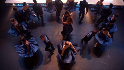 Season 06, Episode 01 Loser Like Me