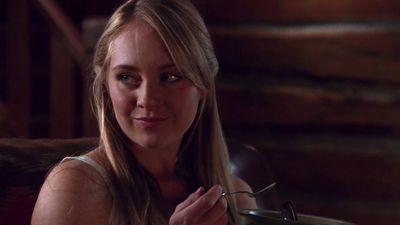 Season 04, Episode 01 Homecoming
