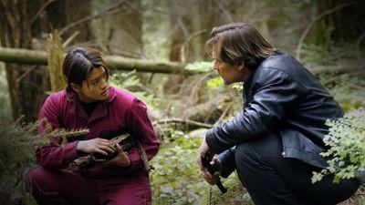 Season 02, Episode 07 Home (2)