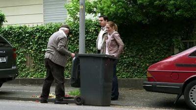 Season 06, Episode 01 Der Hausmeister