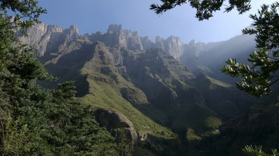 Season 27, Episode 07 Drakensberg: Barrier of Spears