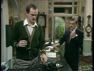 Season 01, Episode 04 The Hotel Inspectors