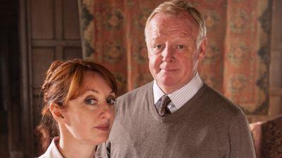 Season 16, Episode 01 The Christmas Haunting