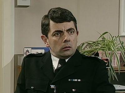 Season 01, Episode 01 The Queen's Birthday Present