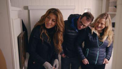 Season 01, Episode 01 Seattle Houseboat