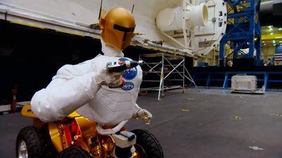 Season 03, Episode 07 Living in Space